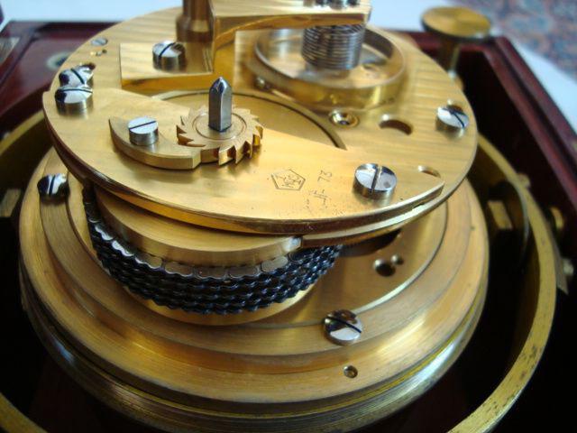 2. Werkansicht des 3-Pfeiler-Chronometers sowjetischer Bauart