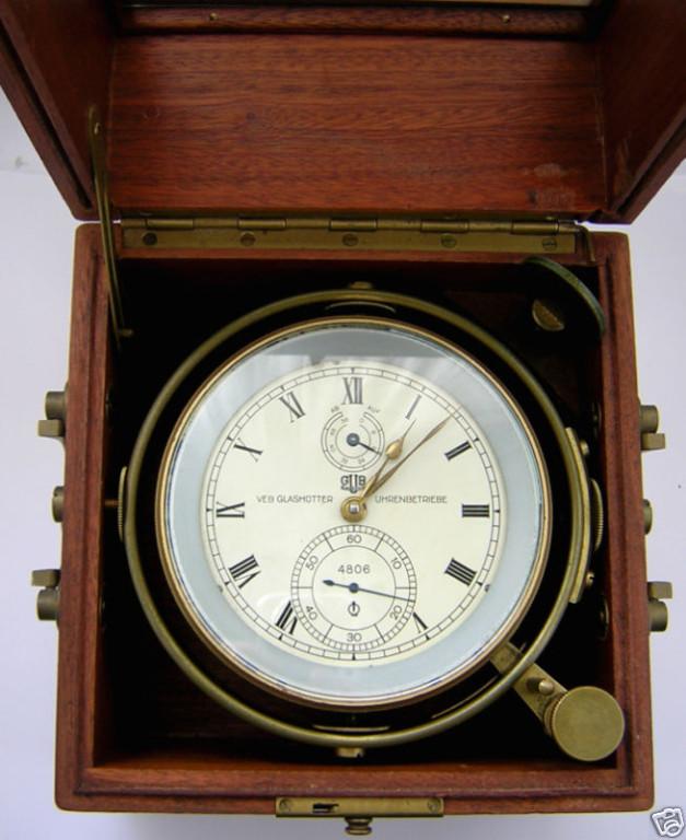 GUB Kaliber 100 Marine-Chronometer, im Transportkasten mit Glasscheibe