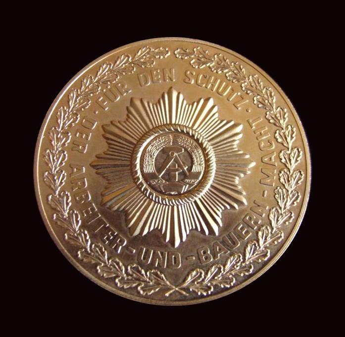 Vorderseite der Medaille zur Auszeichnung mit Widmung