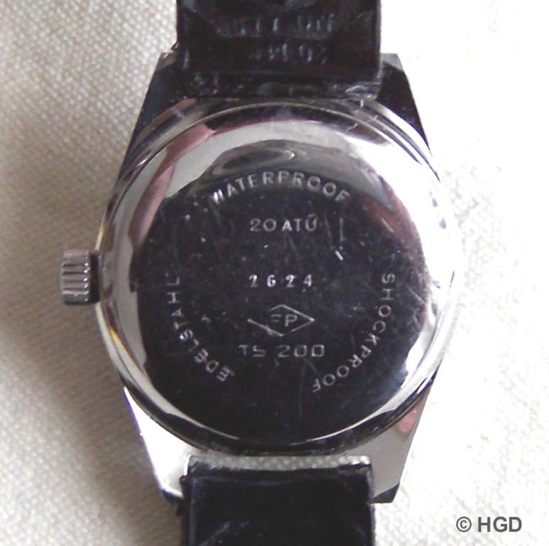 Die Uhr wurde auf eine Wasserdichtigkeit bis 20 bar geprüft, was dem Druck einer angenommenen Wassersäule von 200 Metern entspricht.