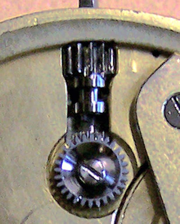 Die Druckstift-Zeigerstellung ist zwischen den Platinen angeordnet