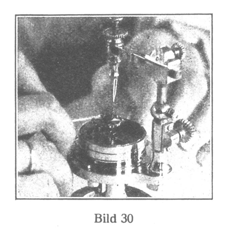 Bild 30: Regulierapparat zum Aussuchen der  Spiralfedern.