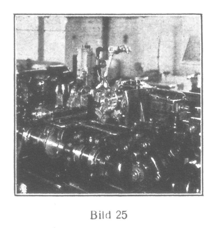 Bild 25: Automatische Maschine schneidet  Kronradzahnungen.