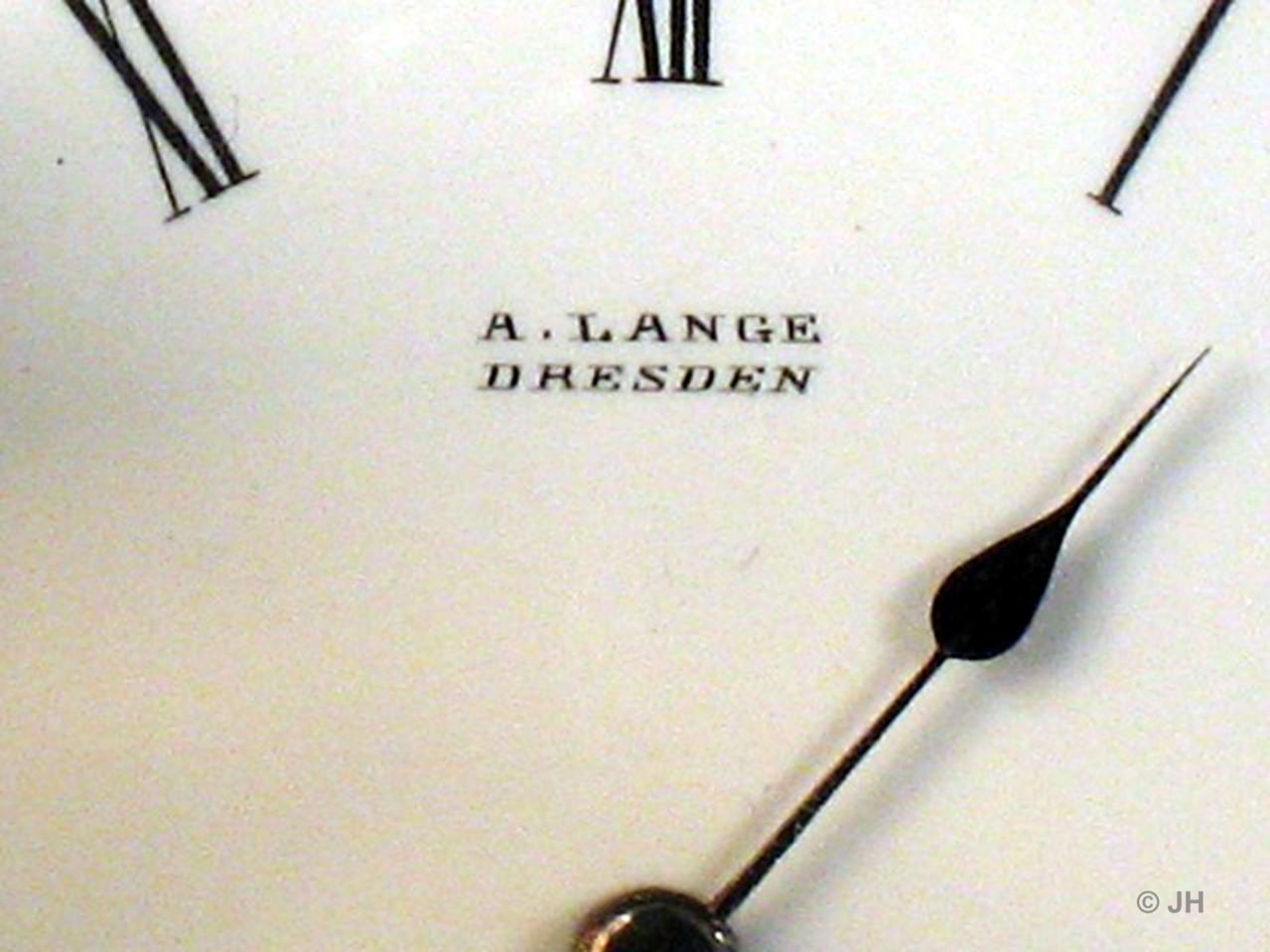 Zifferblatt- und Werksignatur sowie Angelassene Stahlzeiger aus dem Glashütter  Verlagssystem