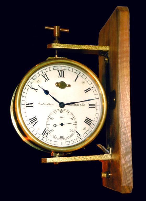 Funkfeuer-Kontaktuhr der Firma Paul Stübner. Uhrenmuseum Furtwangen