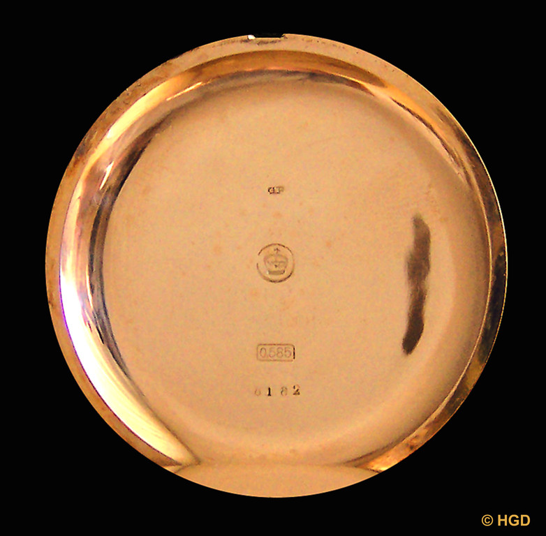 Deckelpunzen: Feingehalt 585, Reichskrone in der Sonnenscheibe & der mit der Werknummer deckungsgleiche Gehäusenummer