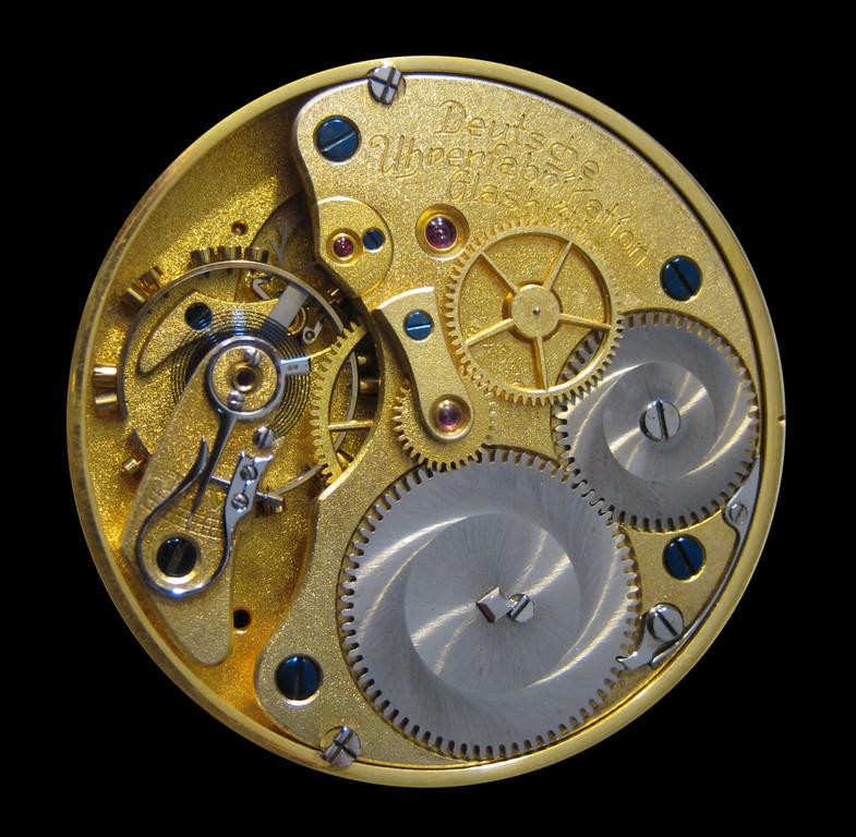 Glashütter Hemmung mit Schwanenhals-Feinregulierung, Goldankerrad & Goldanker, Kompensationsunruh, Breguet-Spirale mit Philippscher Endkurve