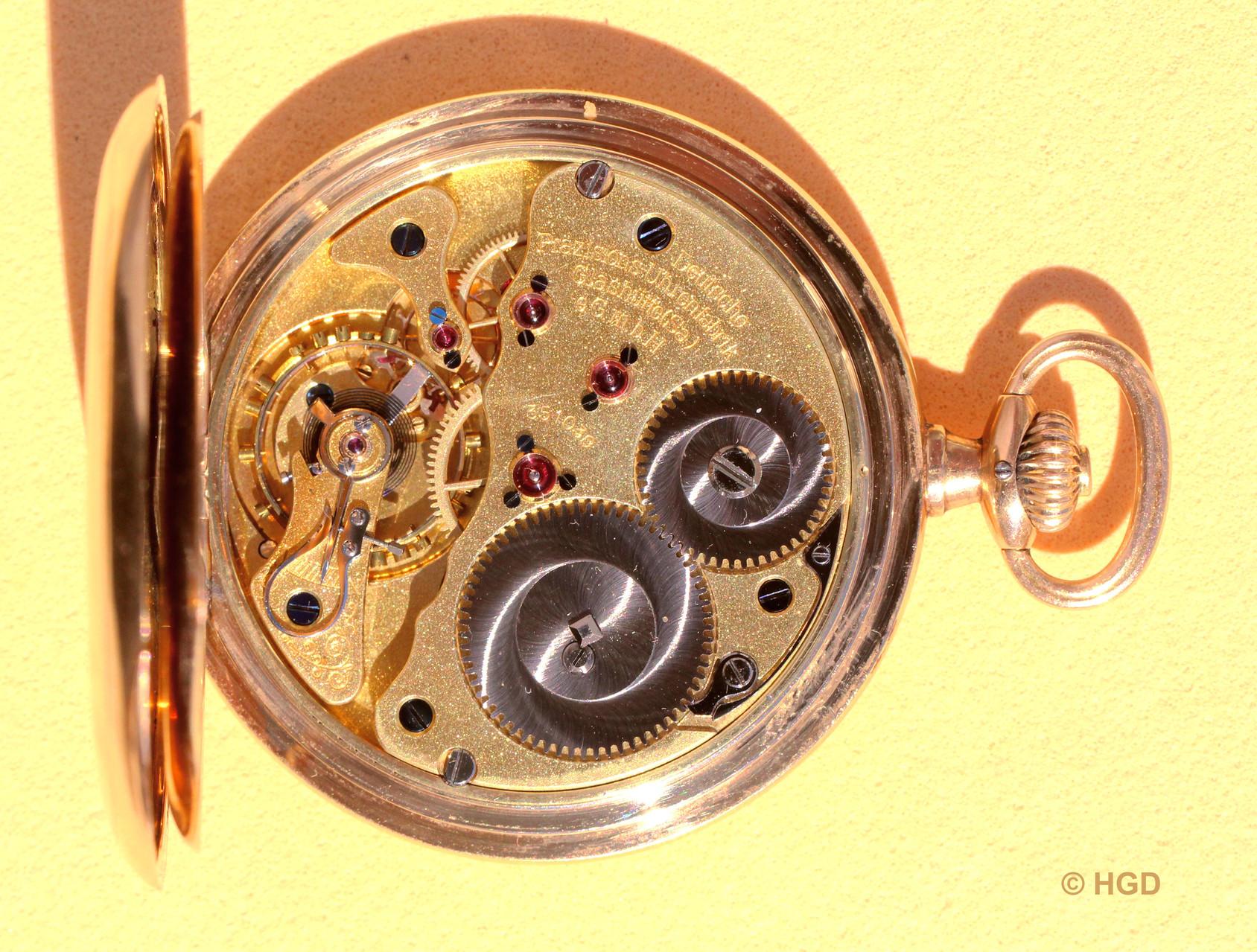 16-steiniges körnig vergoldetes Glashütter Präzisionsuhrwerk mit  2/3 Platine, separatem Gangradkloben und Glashütter Sonnenschliff auf Kron- und Sperrrad
