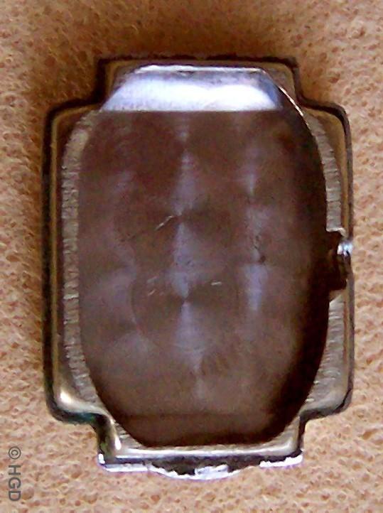 Dekorativer Kreisschliff im Deckelinnenboden