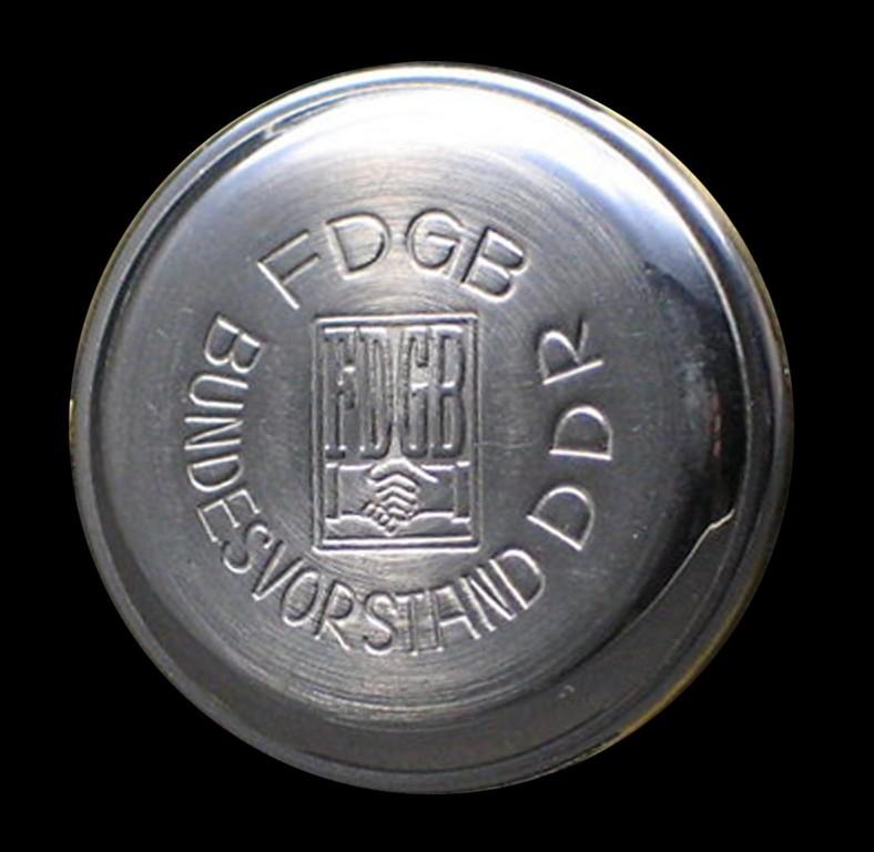 GUB Kaliber75 mit Bodenprägung des Bundesvorstandes  des Freien Deutschen Gewerkschaftsbundes (FDGB)