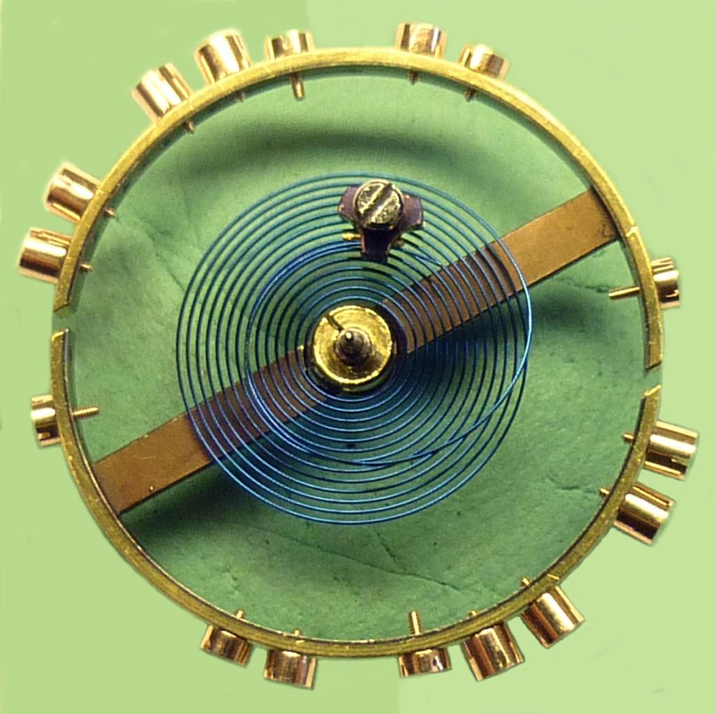 Die große Kompensationsunruh mit Gold-Regulierschrauben und gehärteter, isochronischer Breguetspirale