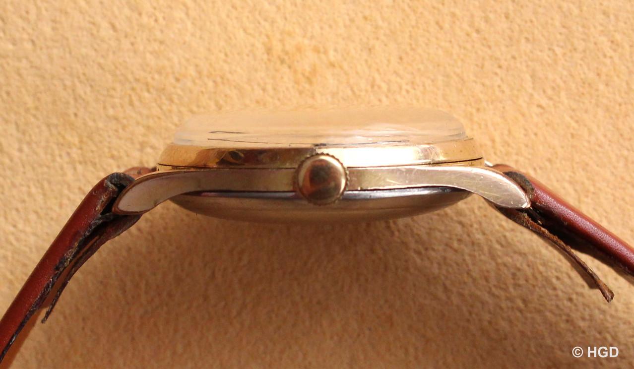 Seitenansicht des dreiteiligen Walzgoldgehäuses mit