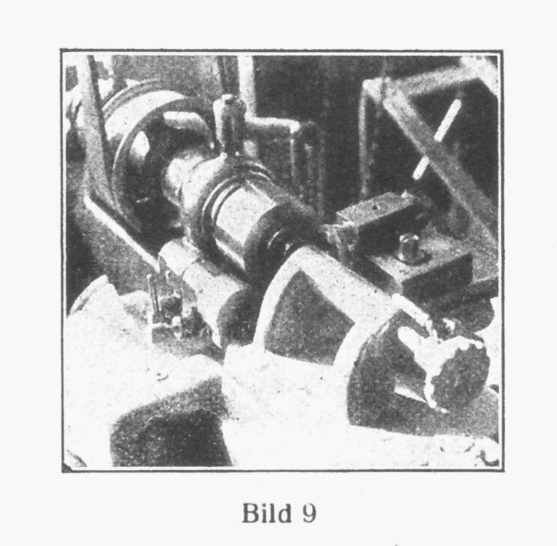 Bild 9: Automatische Maschine zur legten Formgebung der Werkplatten und Kloben.