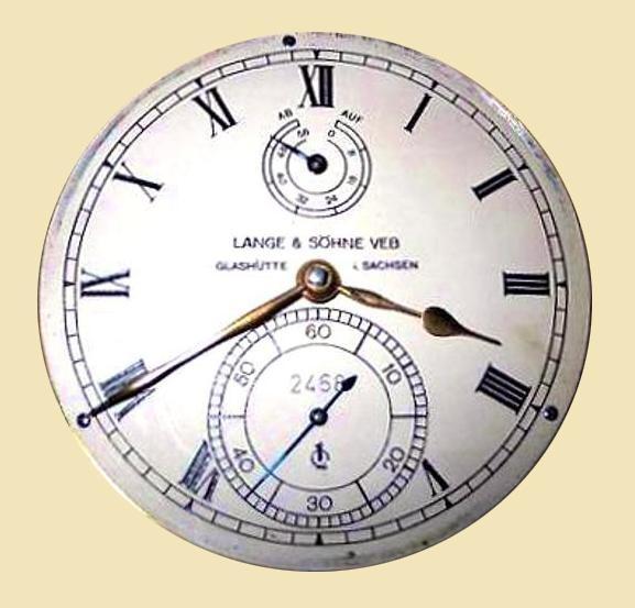 Zifferblattaufschrift der Betriebsbezeichnung auf Marinechronometer mit Gerätenummer und Gütezeichen Q