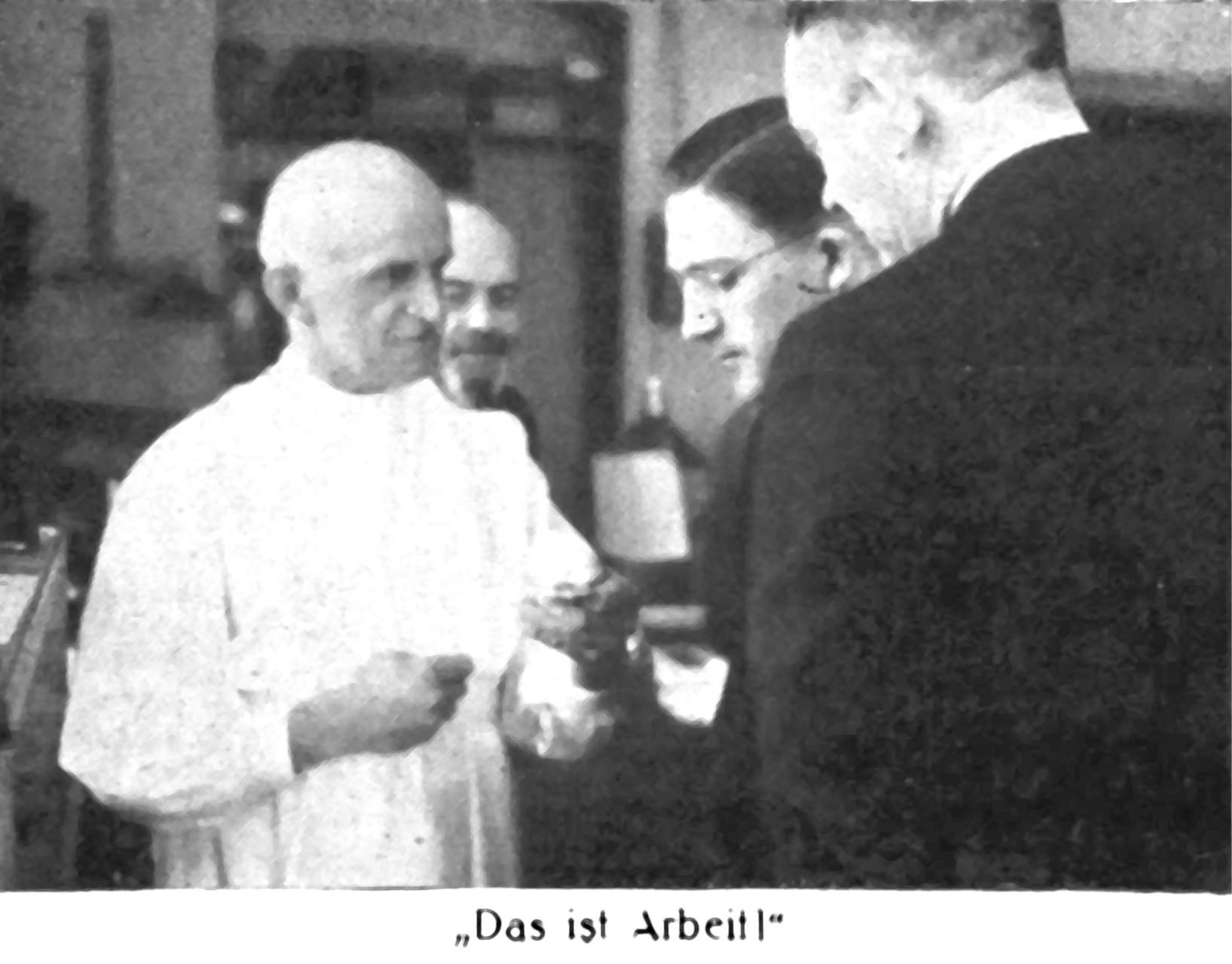 v.l. Studienrat Alfrde Helwig, Studiendirektor Giebel
