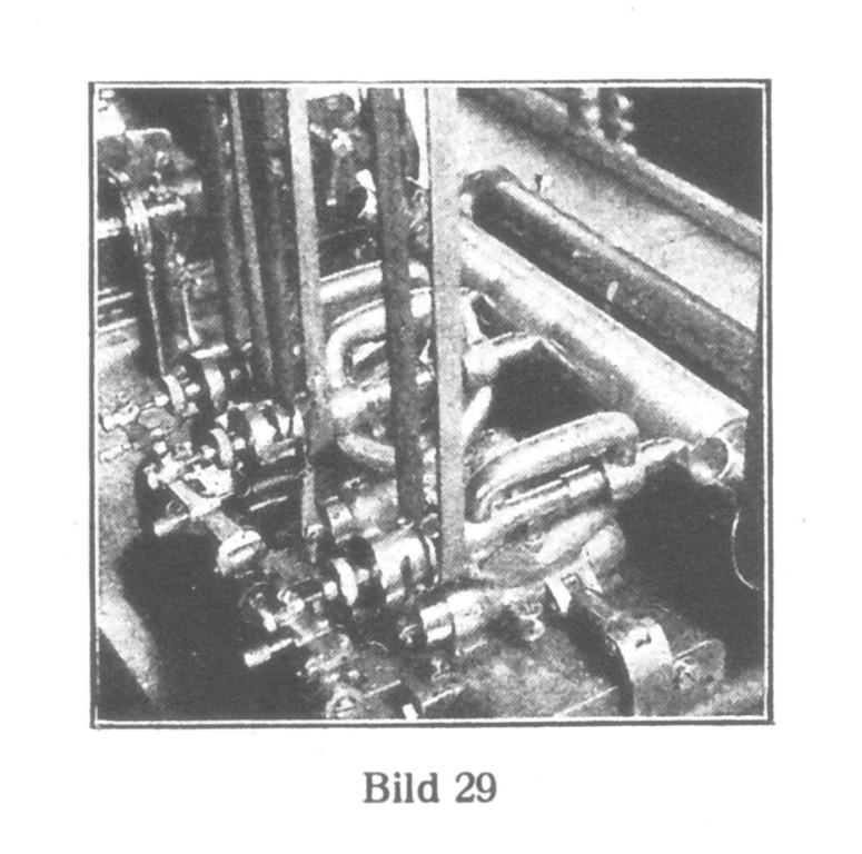 Bild 29: Schrauben-Poliermaschine für die Kantenbrechungen.