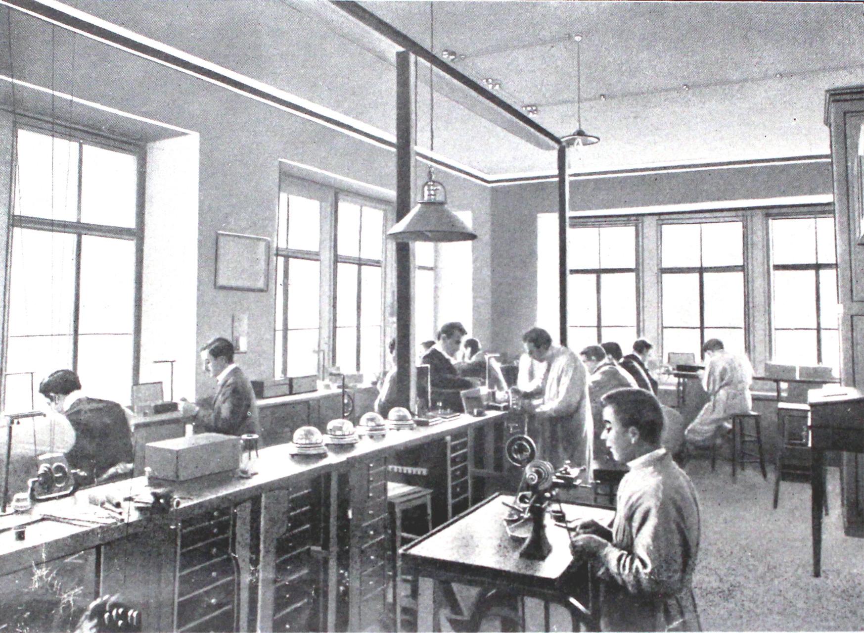 Lehrsaal 2 - Schüler bei ihren Arbeiten