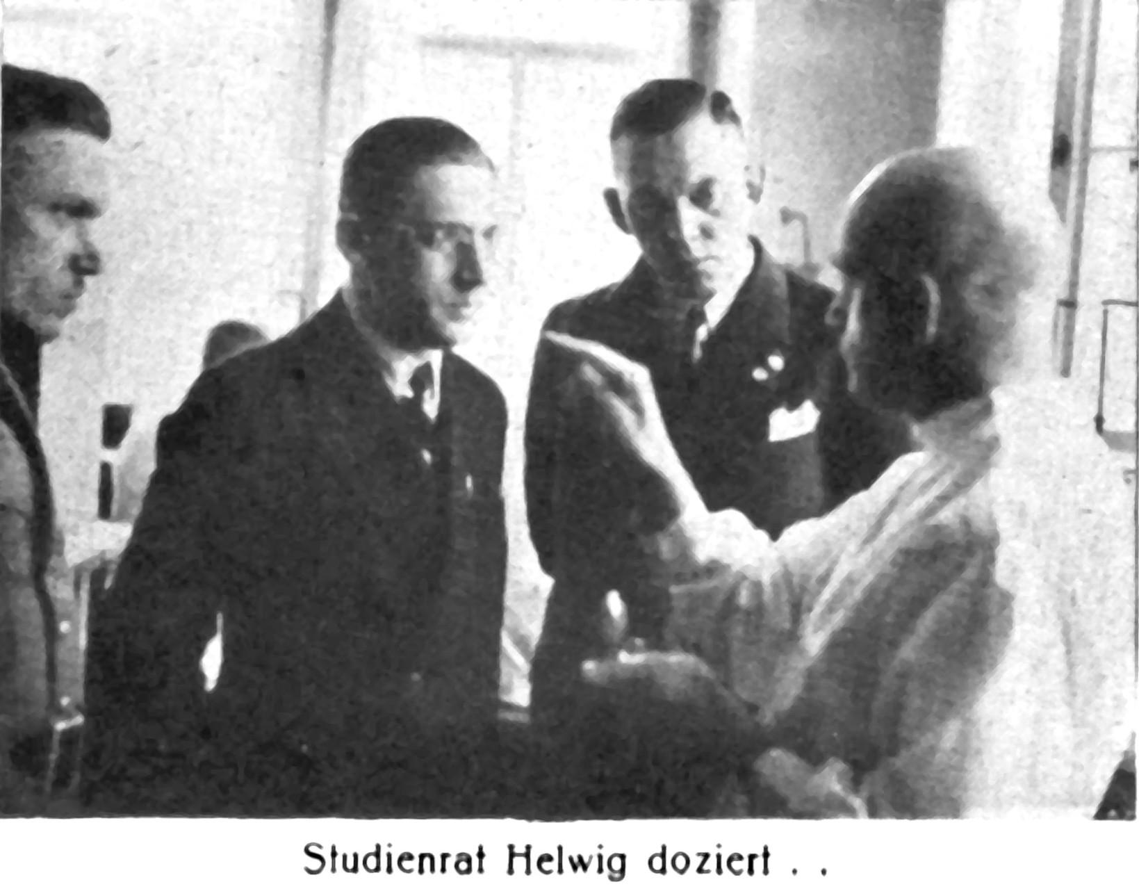 v. r. Studienrat Alfrde Helwig, Reichsinnungsmeister Hans Flügel