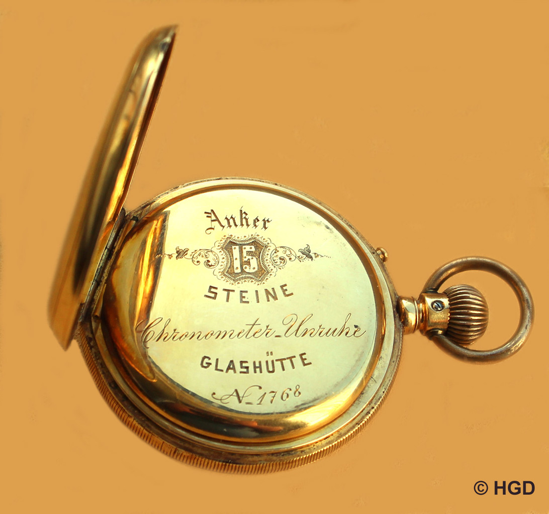 """Cuvette mit Gravur und dem Hinweis auf die besondere """"Chronometer-Unruhe"""""""