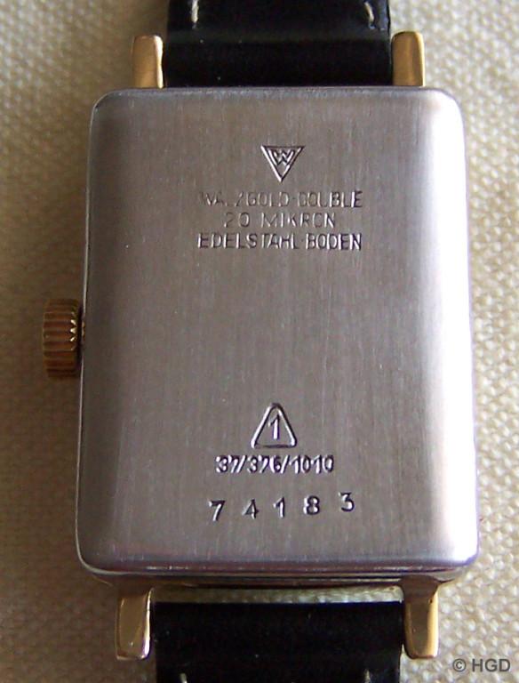 Edelstahldeckel des von der Firma Wagner Pforzheim bezogenen Gehäuses mit DDR Gütezeichen 1