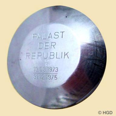 """Deckelgravur für die Sonderedition """"Palast der Republik"""""""