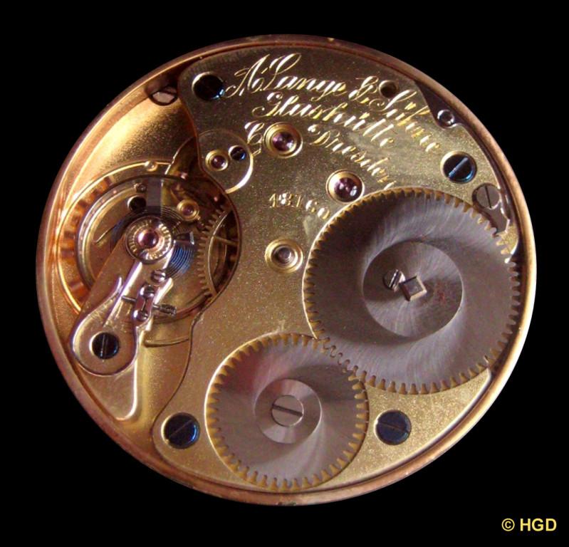 Die Werkseite der vom Goldgehäuse getrennten Taschenuhr