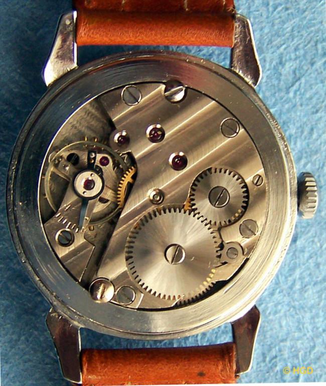 GUB Uhr mit Kaliber 613,15 Steinen und decoriertem Werk