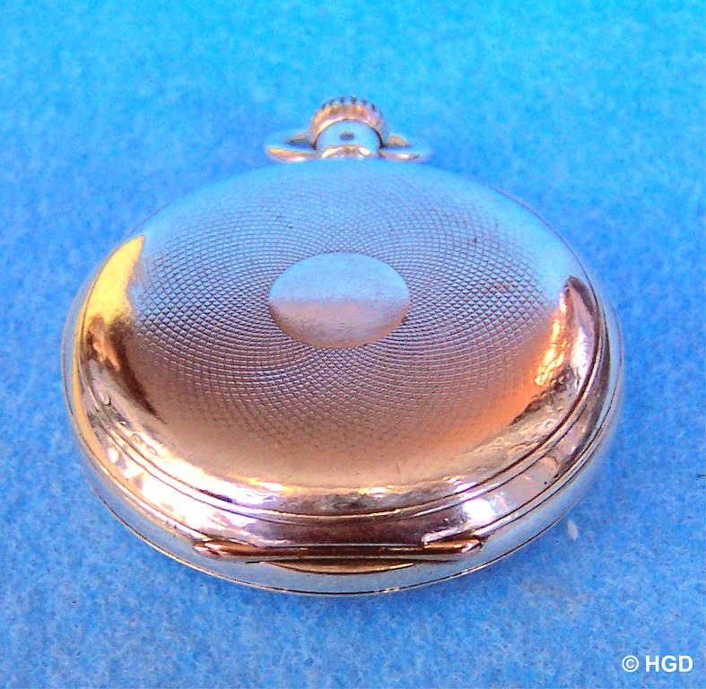 Guillochiertes 900er Silbergehäuse mit Goldscharnier