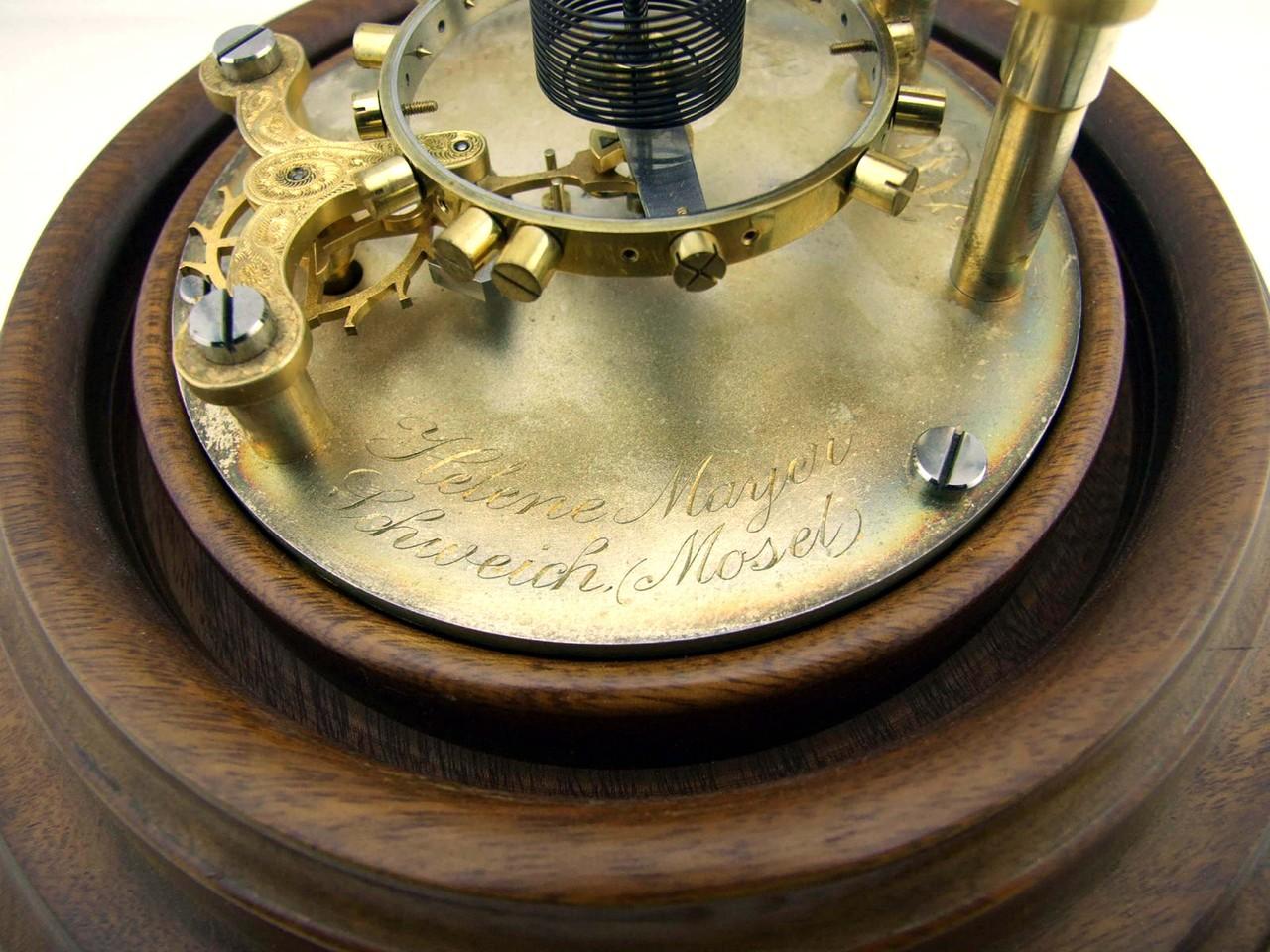 """Auch die Handgravur der Grundplatte dokumentiert das Können des """"Zöglings"""" auch auf diesem Gebiet, wenn er die Gravur selbst ausgeführt hatte."""