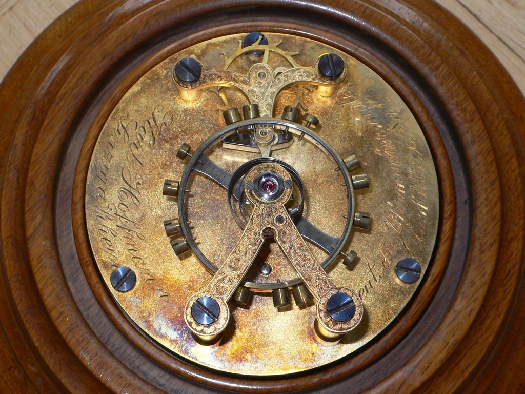 Feine Handgravuren gehörten damals auch zum Berufsbild eines Uhrmachers