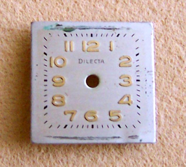 DilecTa Zifferblatt mit aufgesetzten vergoldeten arabischen Zahlen und gedruckten Minutenstrichen