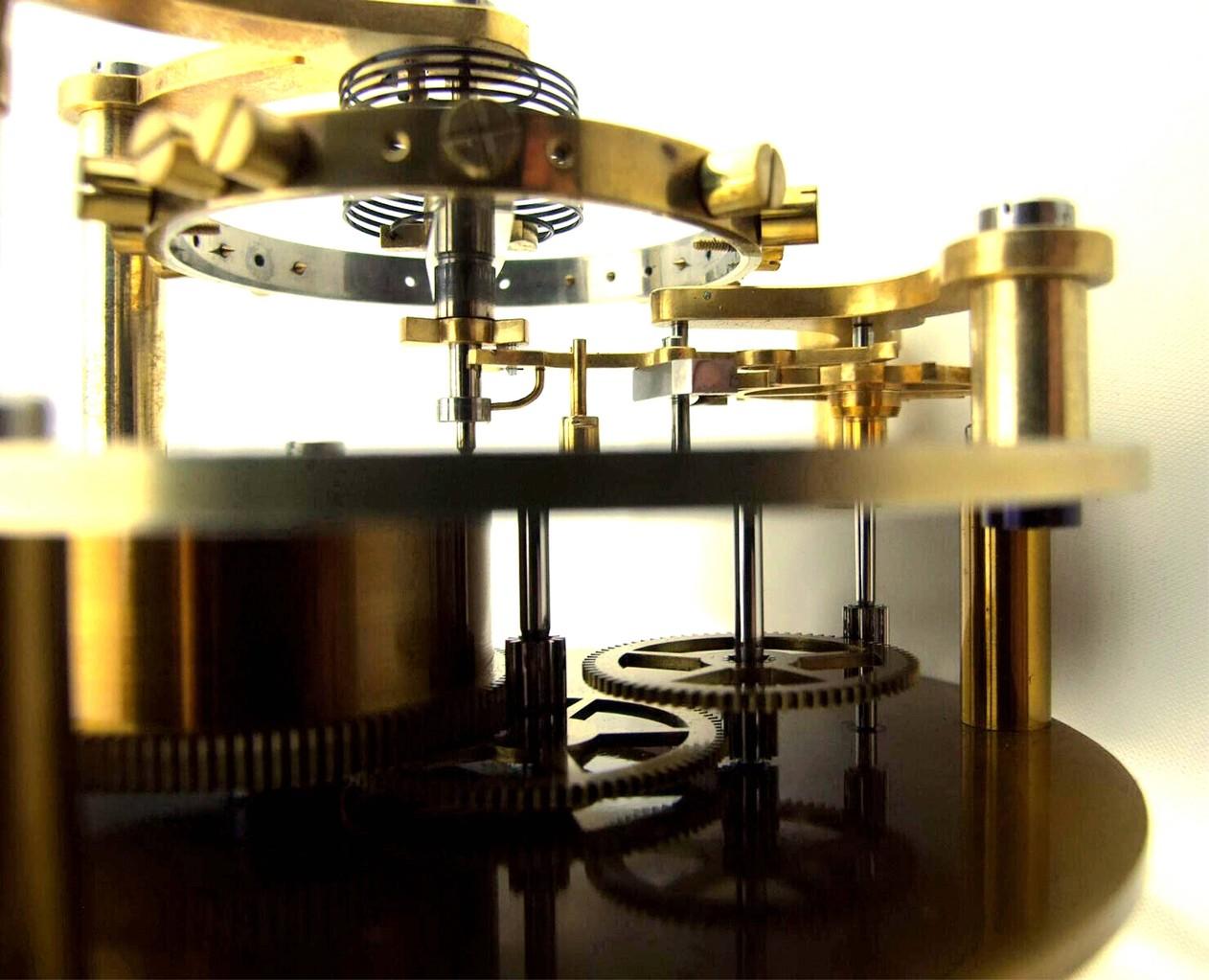 Zweiteiliger Anker (Messing/Stahl) mit den beiden Ankerwegsbegrenzungsstiften