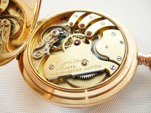 Chronometerwerk, vergoldet mit Schraubenunruh, gebläute Spirale, Schwanenhalsfeinregulierung u. Kronenaufzug