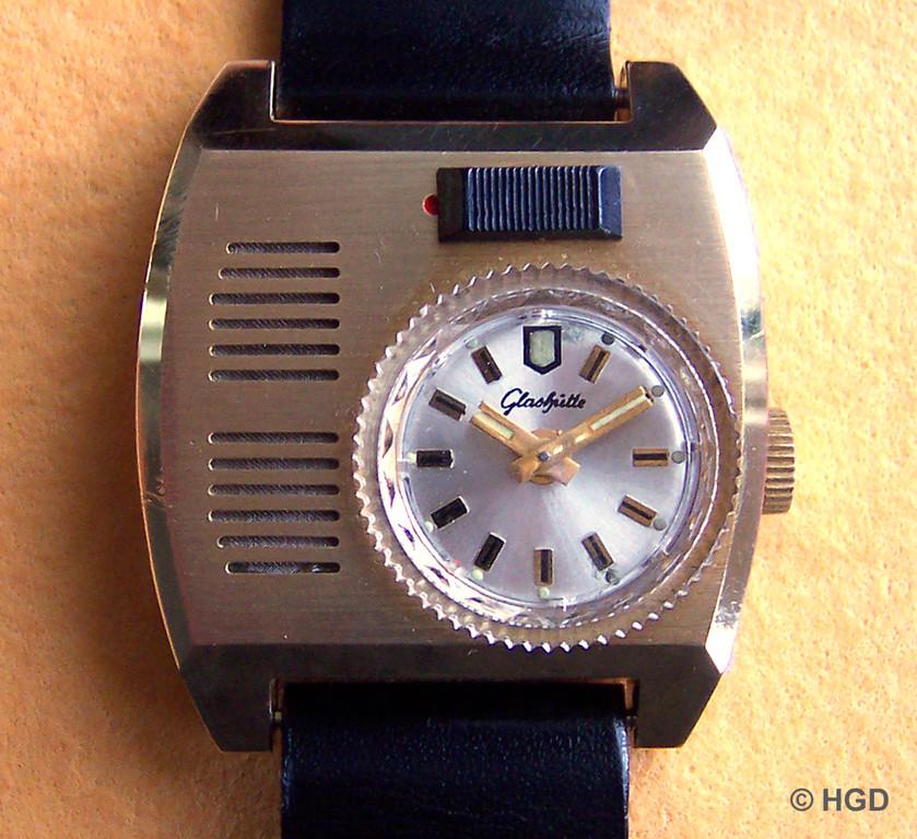 Frontseite des GUB Armbanduhrweckers