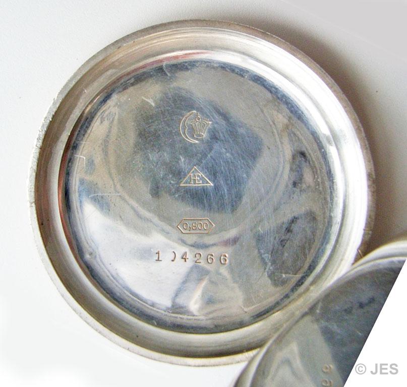 Deckelinnenseite mit Schutzmarke der Uhren- & Gehäusefabrik Hohenstein G.m.b.H. der DPUG