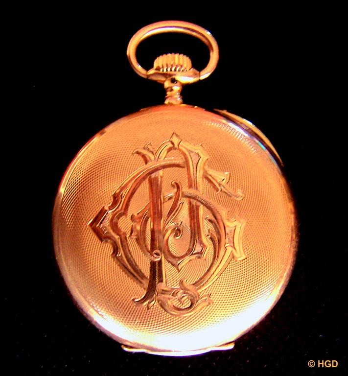 Die Initialen P und G stehen für Peter Gesing, den 1915 gefallenen Besitzer der Uhr