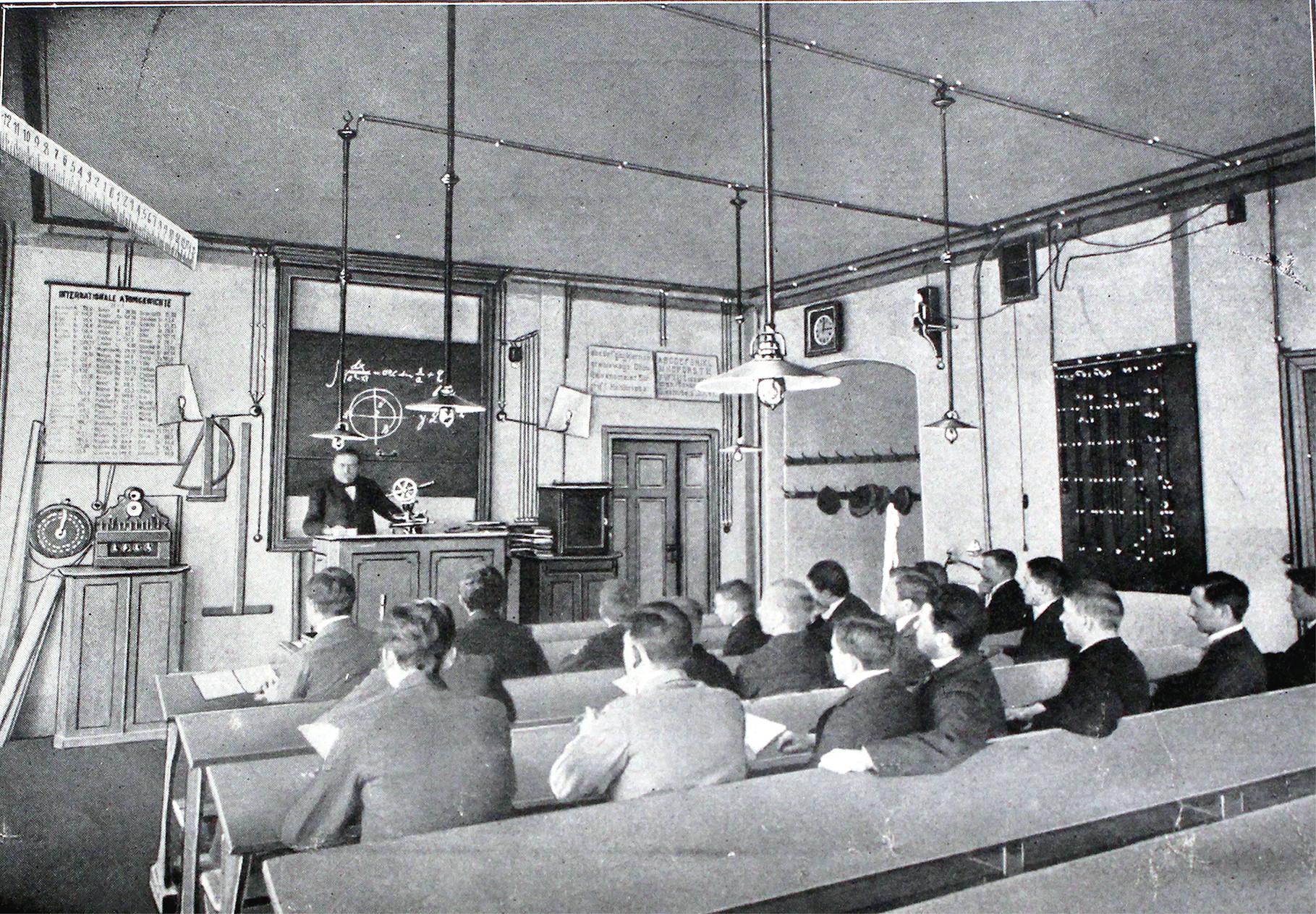 Lehrsaal 1 - Prof. Strasser beim Unterricht