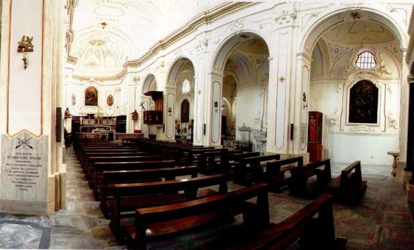 Altare e navata laterale