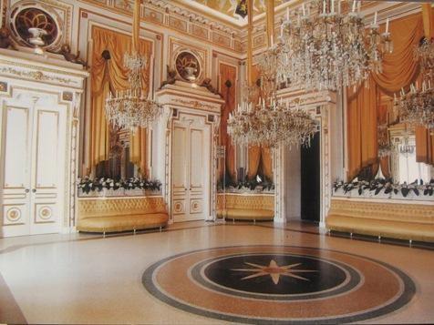 La sala degli specchi del Castello