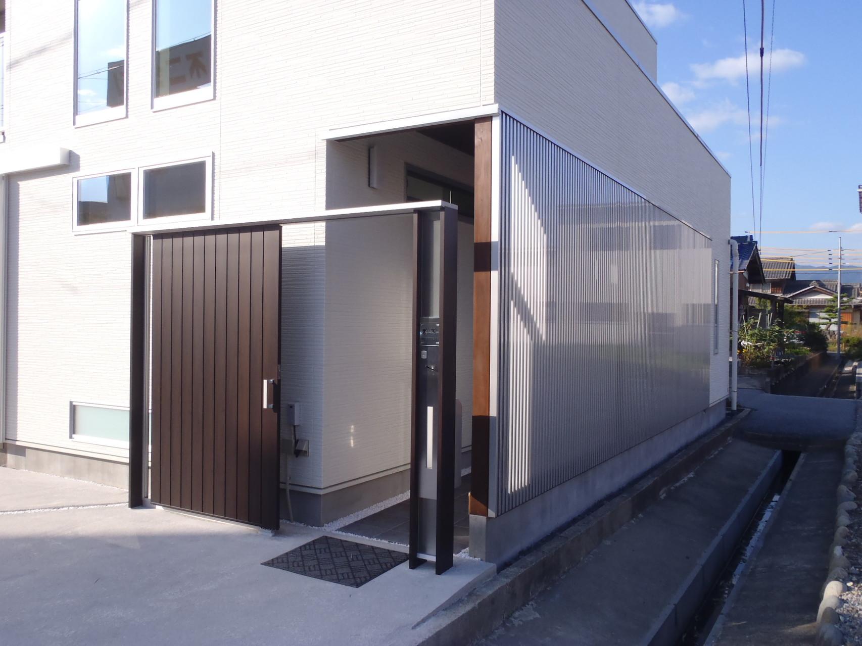 玄関アプローチ 門扉およびスクリーン