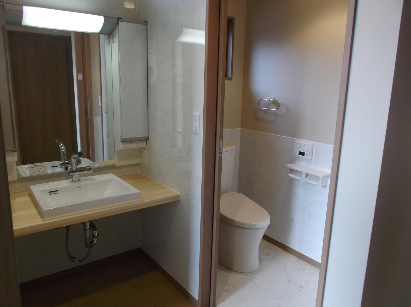 2階の洗面化粧台 トイレ