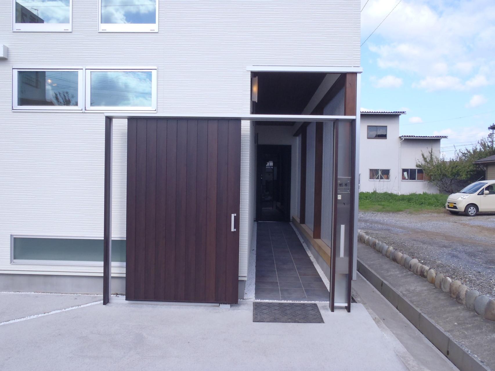 玄関アプローチ 門扉