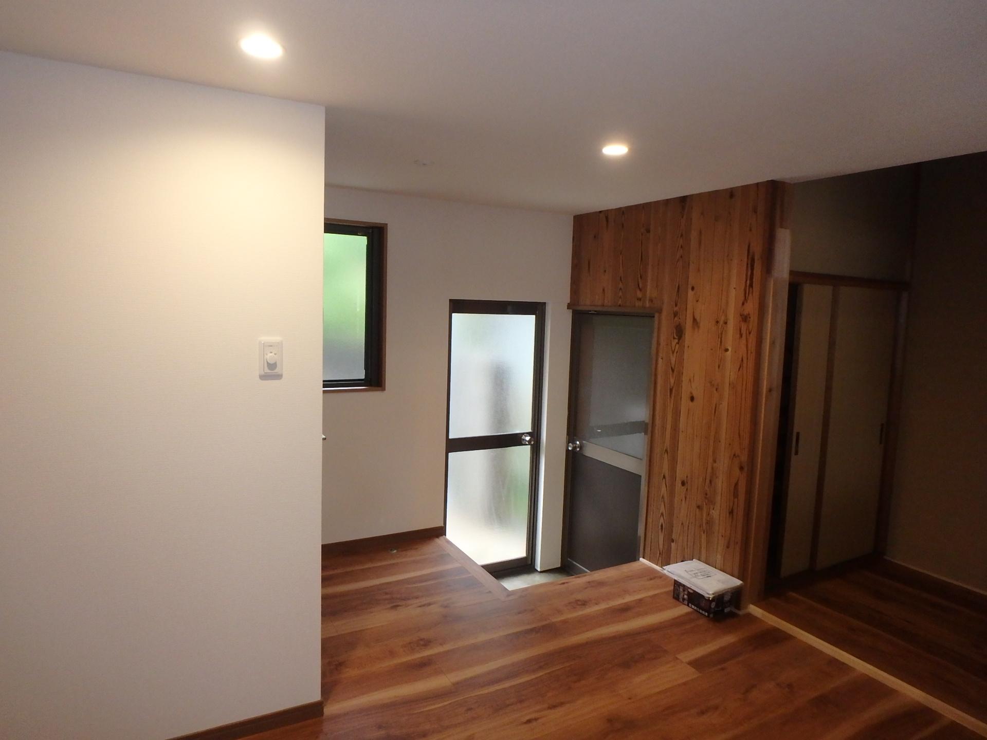 完成 床を張って、防犯対策、明るい廊下にしましょう!