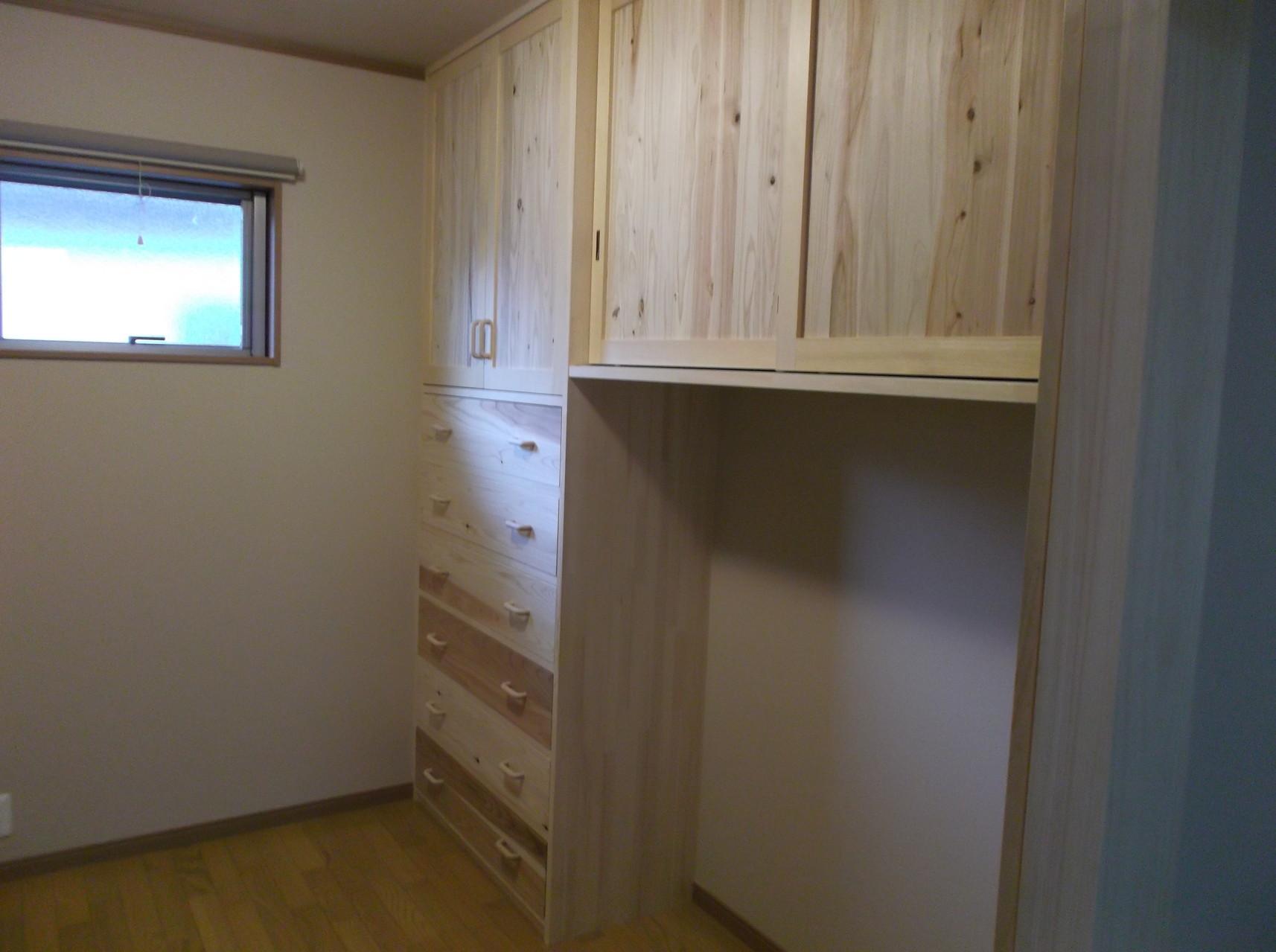 収納力抜群の納戸 造付家具