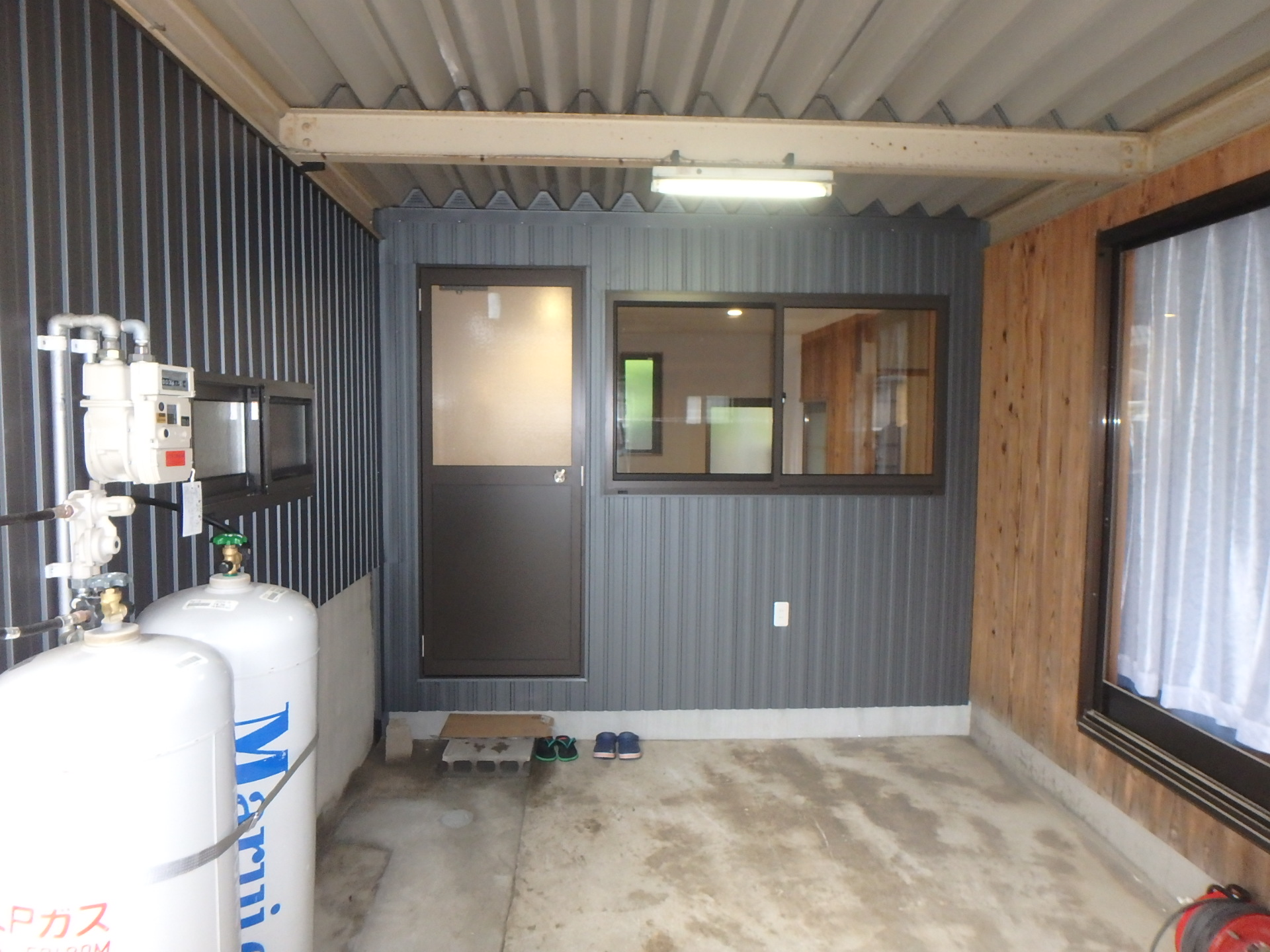 完成 屋根を断熱して渡り廊下を新設