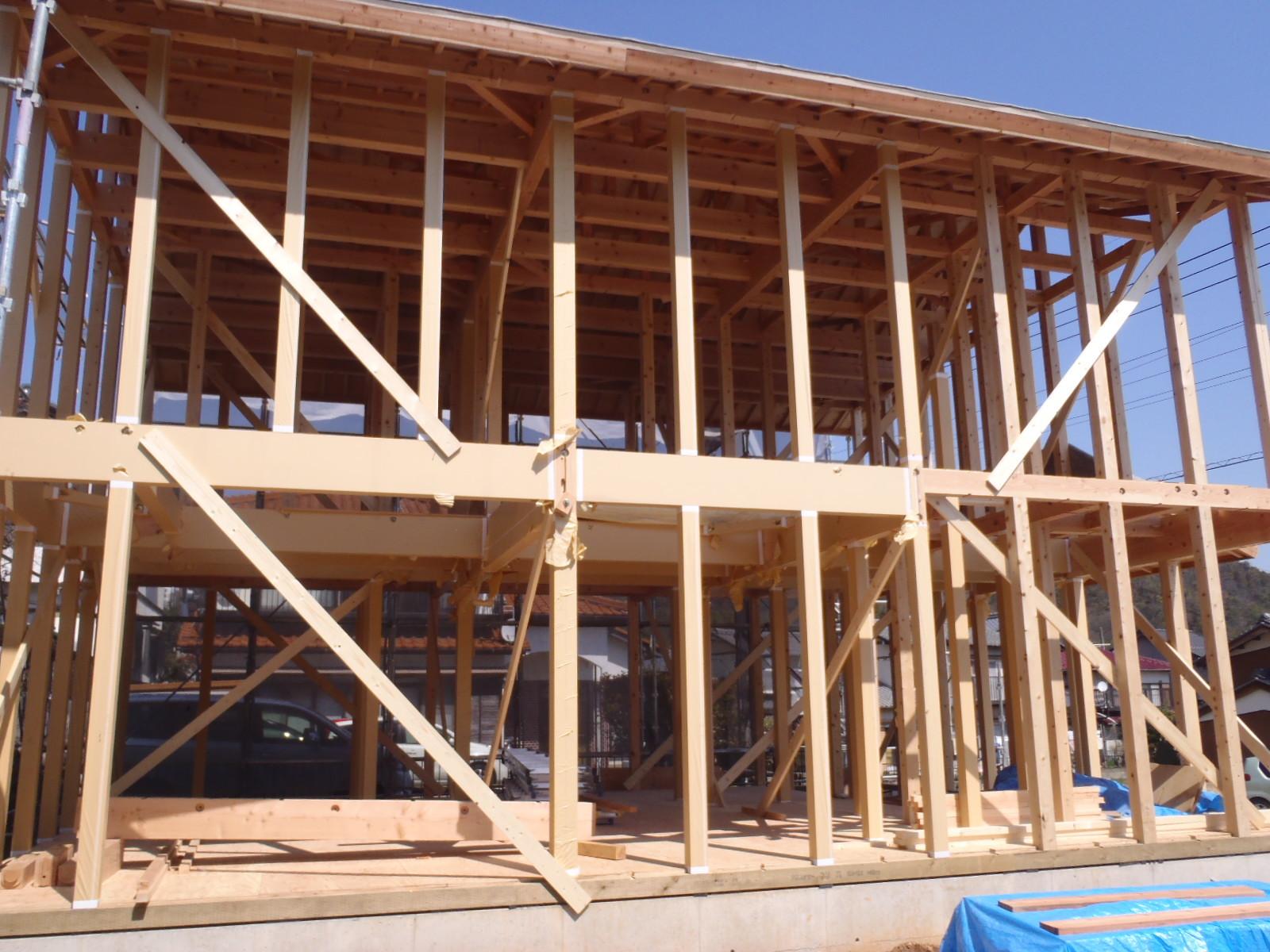 1階の建て方状況(外部から)