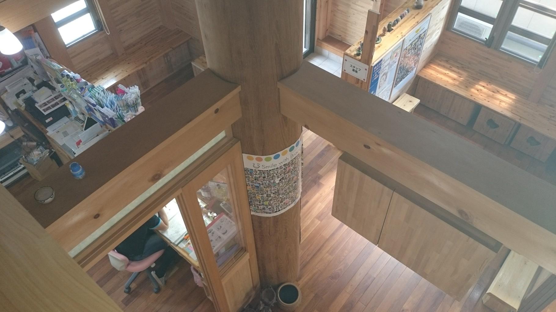 2階からロビーを眺める