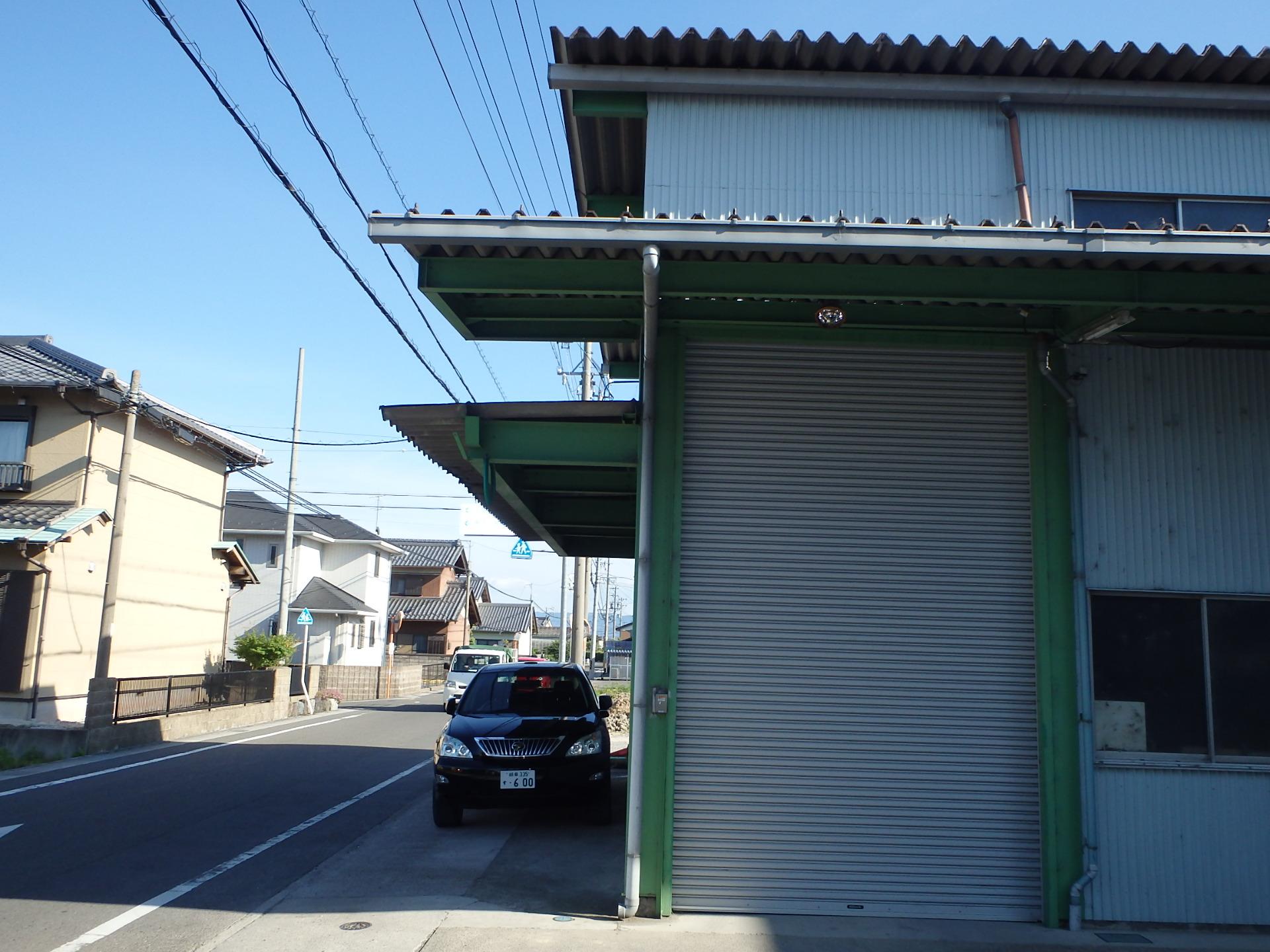 着工前 庇も、屋根の突き出しも撤去できる?