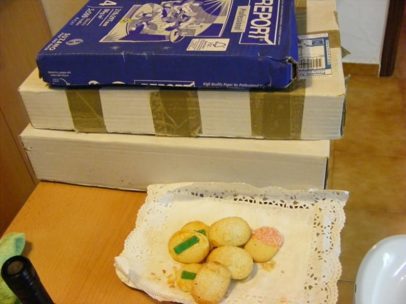 mis cajas y unas pastitas