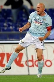 """Heimtrikot. Sondersponsor """"Lazio e Cucciolone insieme per l'Abruzzo"""" im Heimspiel gegen Udinese und Reggina."""
